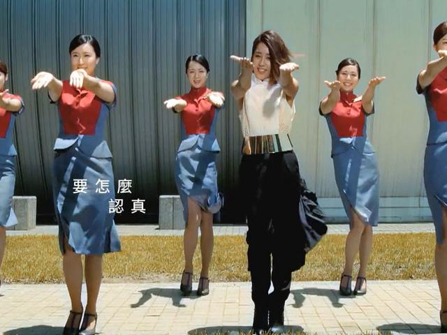 557e376eb42449b8a8b057c4767f2254-china-airlines-new-uniform-fliper2