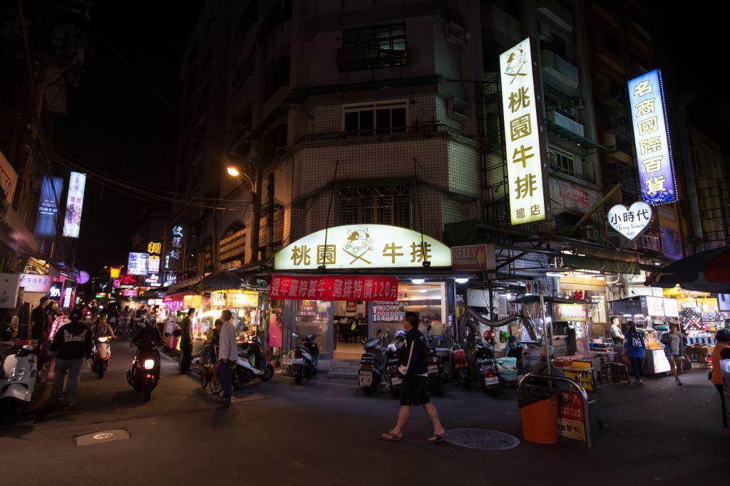 มีร้านของกินอยู่ หน้าตาก็ไม่ต่างจากจลาดทั่วไป http://travel.tycg.gov.tw/