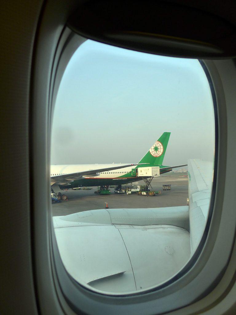 ลงเครื่อง EVA AIR แล้ว ที่ลานมีแต่สายการบิน EVA AIR