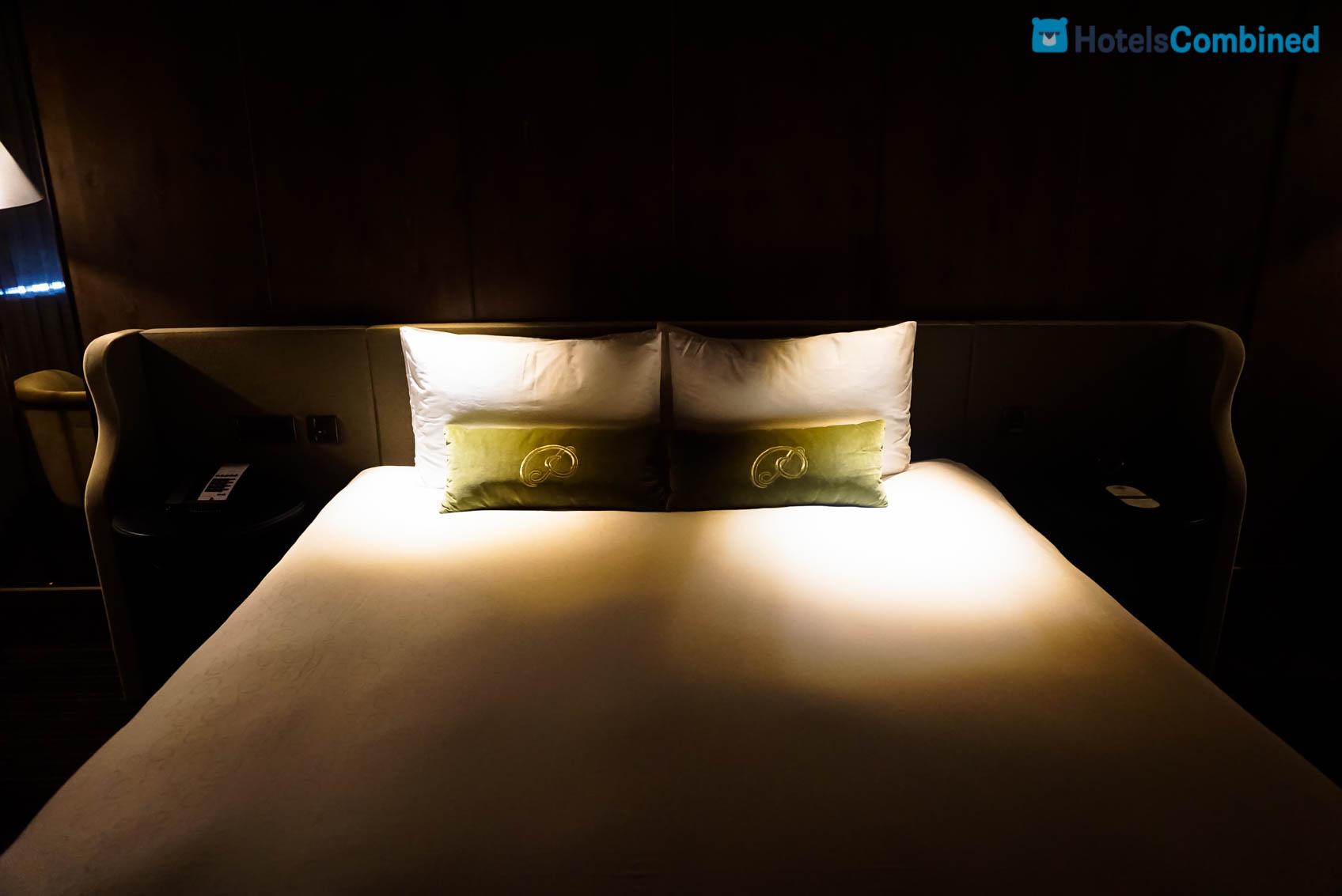 แสงส่องตอนกลางคืนจากไฟสองข้างนี่มันแสบตานะจริงๆแล้ว ><
