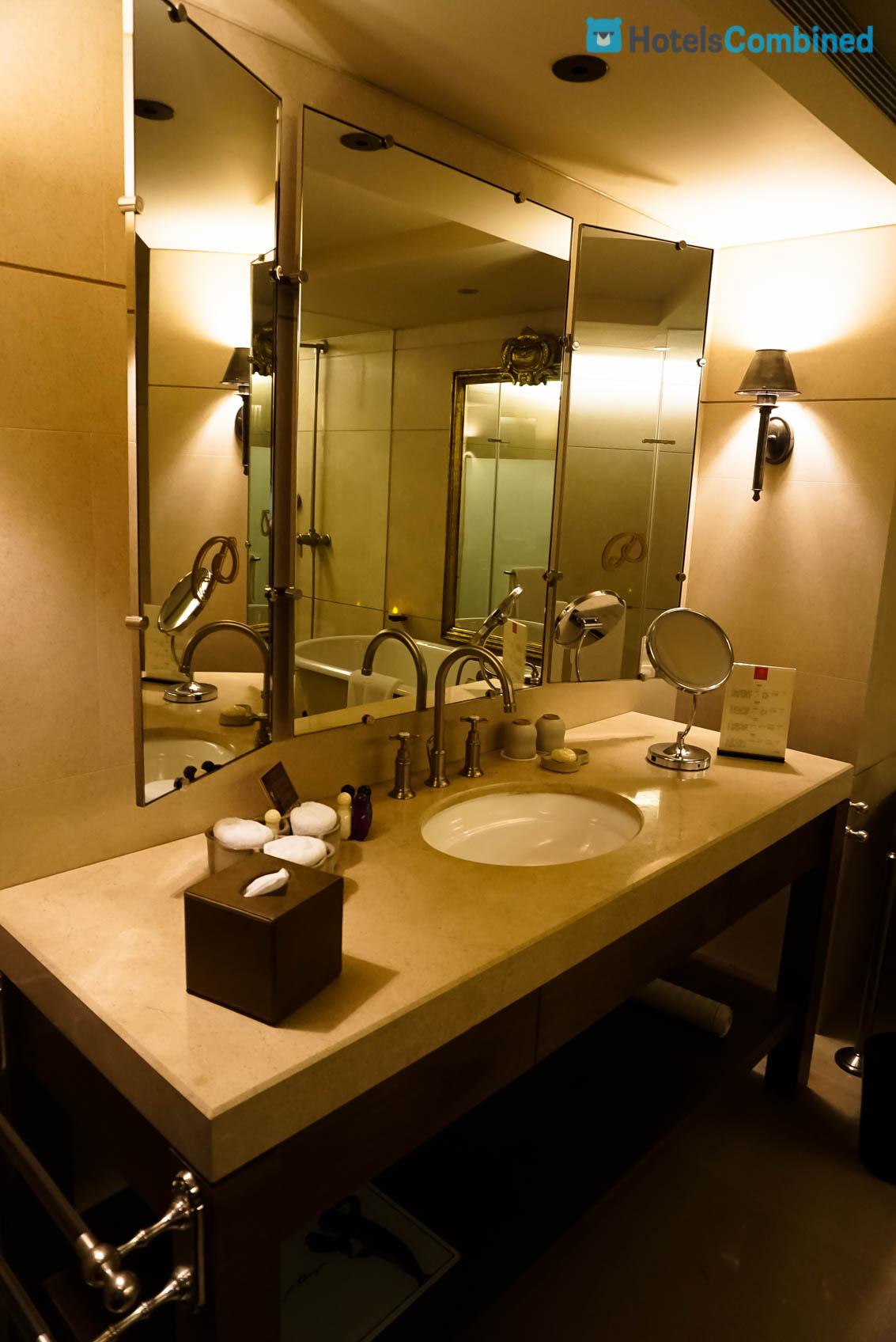 โซนห้องน้ำแยกชัดเจนจากบริเวณโซนพักผ่อนค่ะ