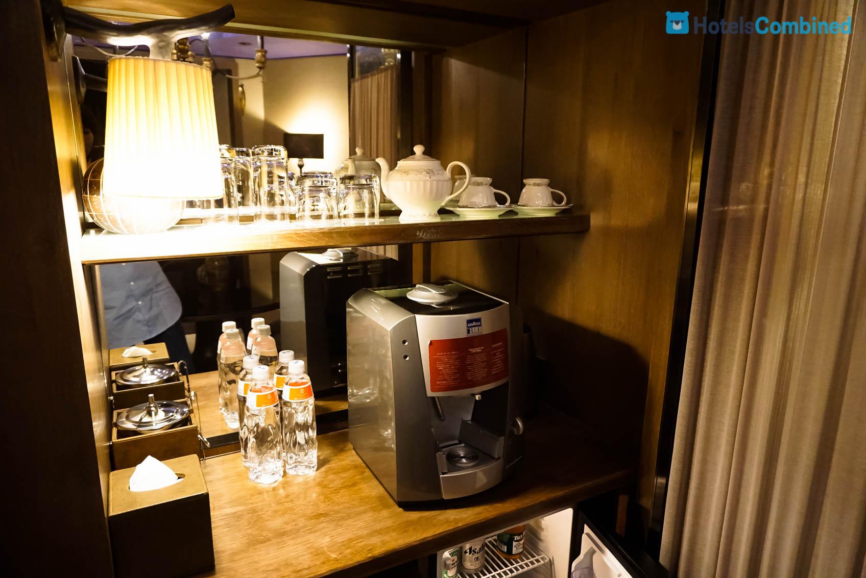 มินิบาร์ และเครื่องทำกาแฟ