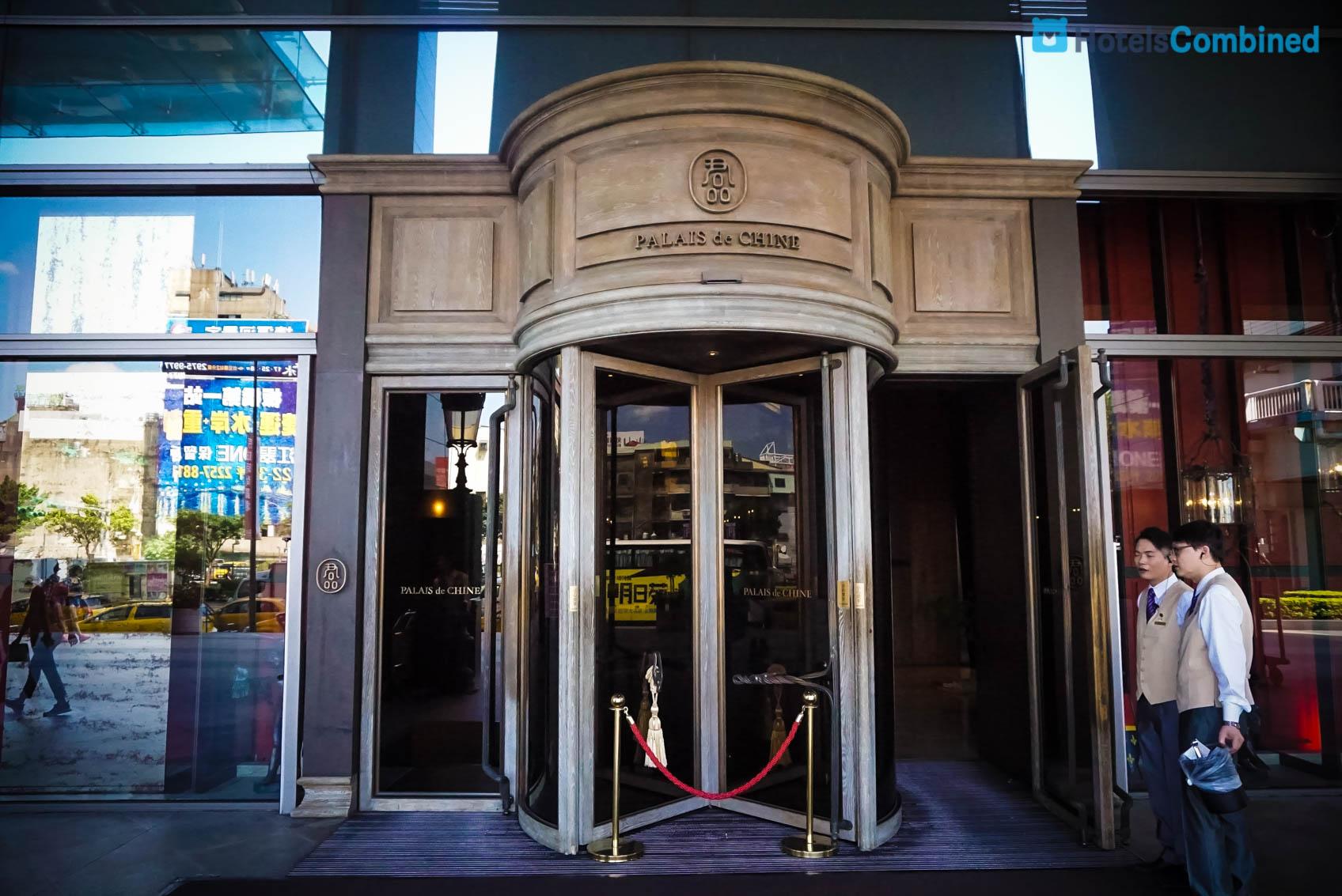 เริ่มต้นที่หน้าทางเข้าโรงแรม ซึ่งเดินเลี้ยวซ็ายออกจากห้าง Q Square ก็จะเจอแบบนี้เลย